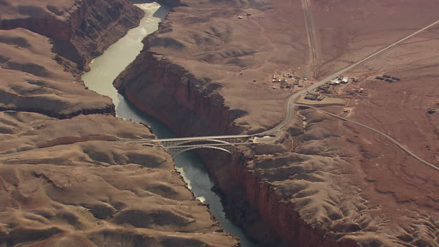 ws aerial view of bridge over lake powell / arizona, united states - lago powell video stock e b–roll