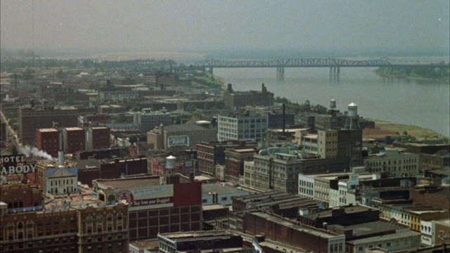 ws pan view of bridge over river / memphis, tennessee, united states - tennessee stock-videos und b-roll-filmmaterial