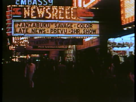 ms ws view of broadway with times square neon and movie marquees / new york city, new york, usa. - ブロードウェイ点の映像素材/bロール