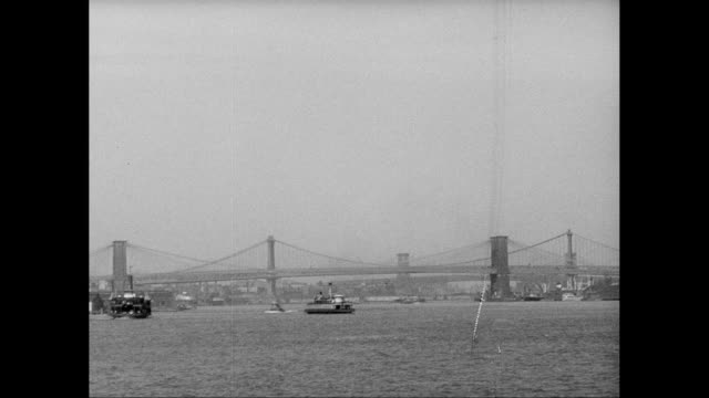 vídeos de stock, filmes e b-roll de ws pov view of brooklyn bridge and manhattan bridge with city / new york city, new york state, united states - manhattan bridge