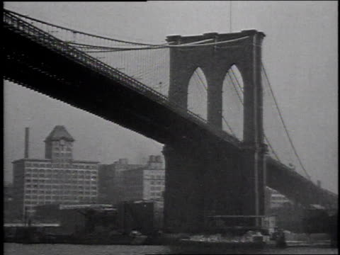 vidéos et rushes de 1915 montage view of brooklyn bridge and the battery from harbor / new york city, new york, united states - pont de brooklyn