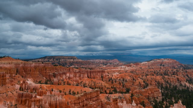 vídeos de stock e filmes b-roll de view of bryce canyon national park - chaminé de fada