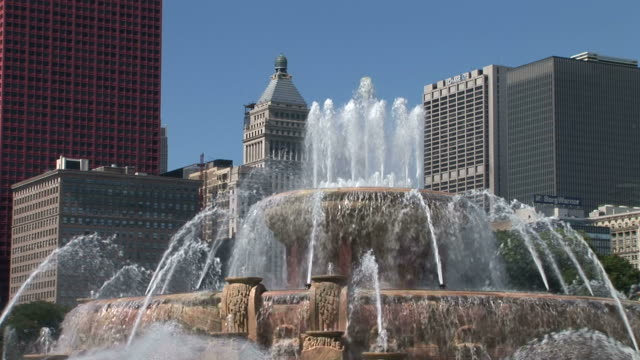 view of buckingham memorial fountain in chicago united states - fountain stock videos & royalty-free footage
