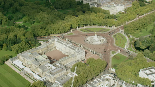 WS AERIAL POV View of Buckingham Palace in city / London, England, United Kingdom