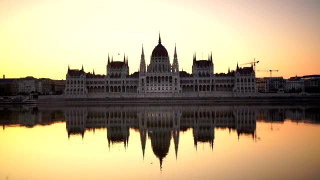vídeos y material grabado en eventos de stock de vista del parlamento de budapest en hungría - cultura húngara