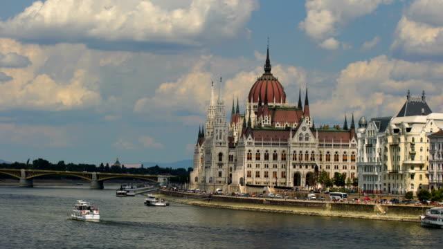 vidéos et rushes de vue du parlement de budapest en hongrie - culture hongroise