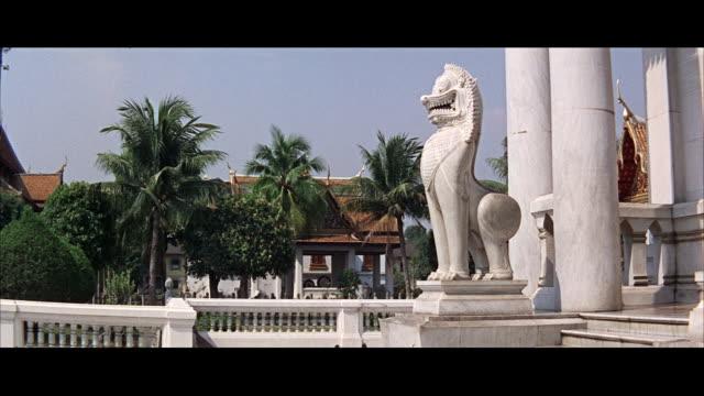 vídeos de stock, filmes e b-roll de ms view of buddha temple - formato letterbox