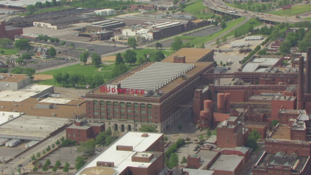 WS AERIAL TS ZO View of Budweiser sign on building and reveal Anheuser Busch brewery / St Louis, Missouri, United States