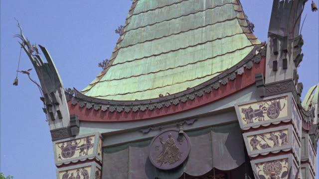ms td 'view of building tower on dragon symbol with fingerprint - 史跡めぐり点の映像素材/bロール