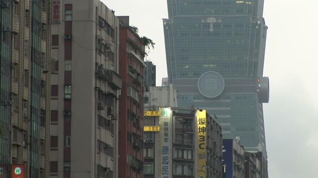 view of buildings in taipei taiwan - taipei 101 stock-videos und b-roll-filmmaterial