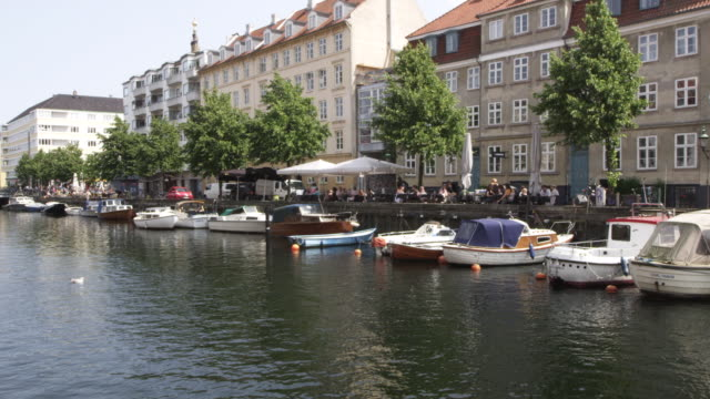 ws pan view of buildings near nyhavn canal with bost / copenhagen, denmark - oresund region stock videos & royalty-free footage