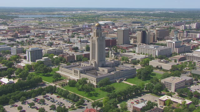 ws aerial tu td view of buildings to reveal state capitol / lincoln, nebraska, united states - nebraska stock-videos und b-roll-filmmaterial