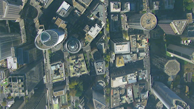 ws aerial zi view of buildings with traffic / sydney, new south wales, australia - moving towards stock videos & royalty-free footage