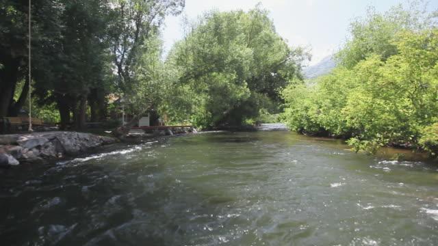 vídeos de stock, filmes e b-roll de ws pov view of built structure near provo river / sundance, provo river, utah, usa - provo