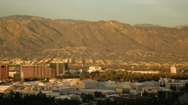t/l, ws, ha, view of burbank with warner bros studio sound stages, mountains in background, universal city, california, usa - warner bros stock videos & royalty-free footage