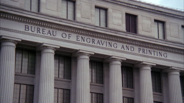 stockvideo's en b-roll-footage met ms zo view of bureau of engraving and printing building / washington dc, united states - gravure gefabriceerd object