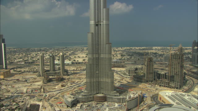 MS TU View of Burj Khalifa during construction / Dubai, United Arab Emirates