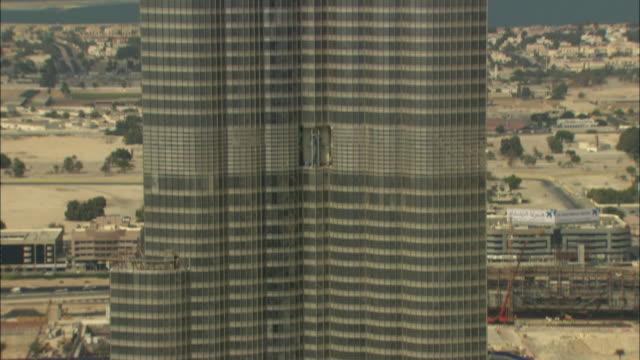 ms tu view of burj khalifa during construction / dubai, united arab emirates - burj khalifa stock videos & royalty-free footage