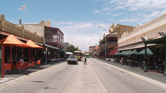 ws tu view of bus moving on streets / fremantle, western australia, australia - フリーマントル点の映像素材/bロール