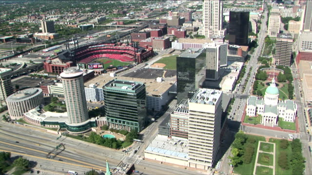 ws aerial view of busch stadium and downtown from arch / st louis, missouri, usa - ミズーリ州 セントルイス点の映像素材/bロール