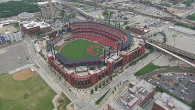 stockvideo's en b-roll-footage met aerial ws view of busch stadium in city / st louis, missouri, united states - st. louis