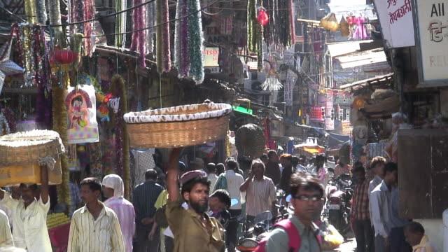 WS View of busy Crawford market / Mumbai, India / AUDIO