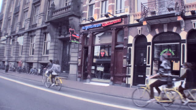 ws t/l view of busy street at amsterdam / amsterdam, netherlands - trolleybus stock-videos und b-roll-filmmaterial