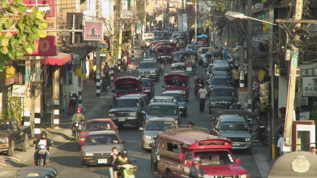 ws zo view of busy street / chang mai, thailand - thai food stock videos & royalty-free footage