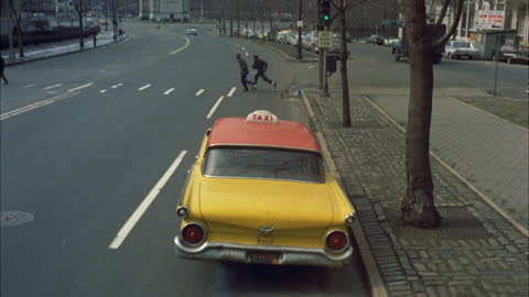 vidéos et rushes de ms pov view of cab in motion / grand army plaza, brooklyn ny, united states - 1961