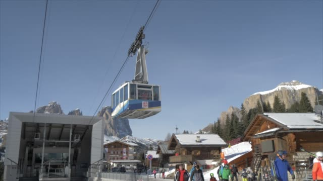 View of cable car from Pecol to Col dei Rossi on sunny day in winter, Province of Trento, Trentino-Alto Adige/Sudtirol, Italy, Europe