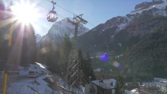 view of cable cars and canazei on sunny day in winter, province of trento, italian dolomites, italy, europe - canazei video stock e b–roll