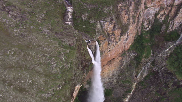 ws aerial ds view of cachoeira do tabuleira waterfall / minas gerais, brazil - cachoeira stock videos and b-roll footage