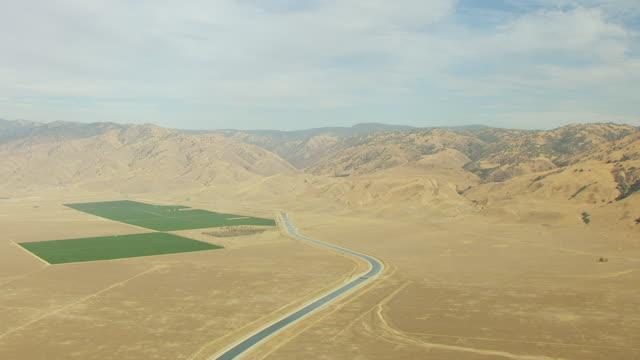 vídeos y material grabado en eventos de stock de  ws aerial pov view of california aqueduct with landscape / california, united states - aqueduct