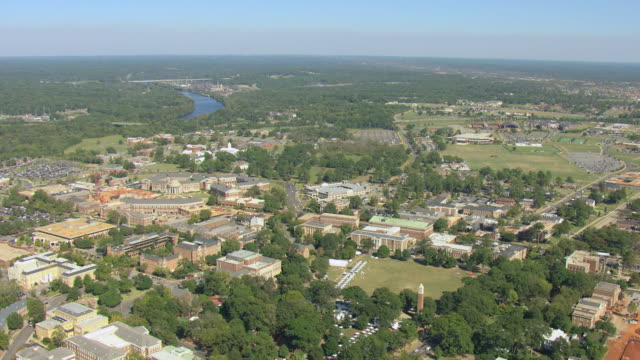 stockvideo's en b-roll-footage met ws aerial view of campus of university of alabama / tuscaloosa, alabama, united states - alabama