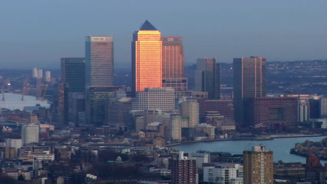 MS ZO View of Canary Wharf' at sunset / London, United Kingdom