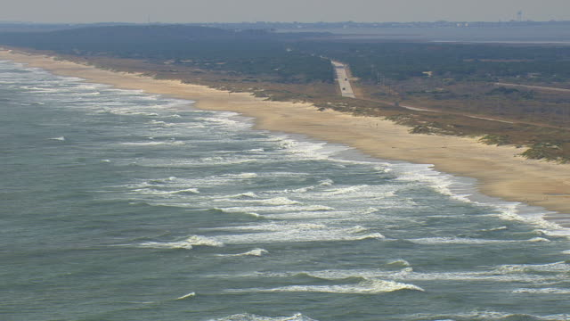 ws aerial view of cape hatteras national seashore / north carolina, united states - north carolina beach stock videos & royalty-free footage