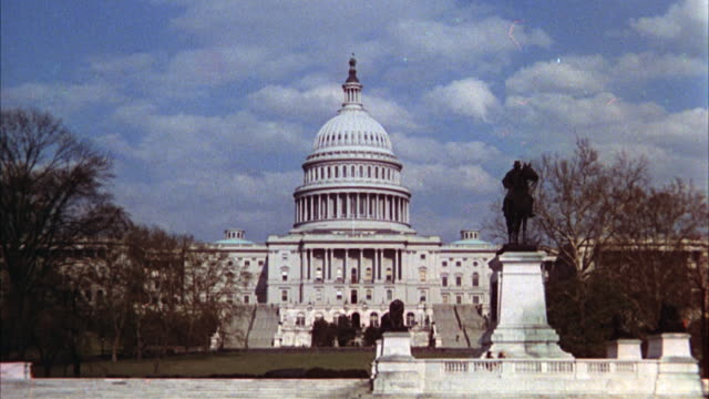 WS View of Capitol building / Washington D.C. United States