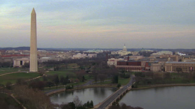 ws aerial zi view of capitol building with the official buildings and entire mall with monument / washington d.c., united states - lincolndenkmal stock-videos und b-roll-filmmaterial