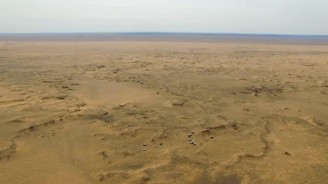 vidéos et rushes de aerial view of car driving on gobi desert/inner mongolia, china. - désert de gobi