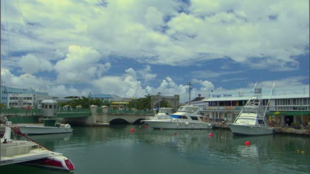 ws view of careenage and harbor / bridgetown, st michael, barbados - 天使ミカエル点の映像素材/bロール