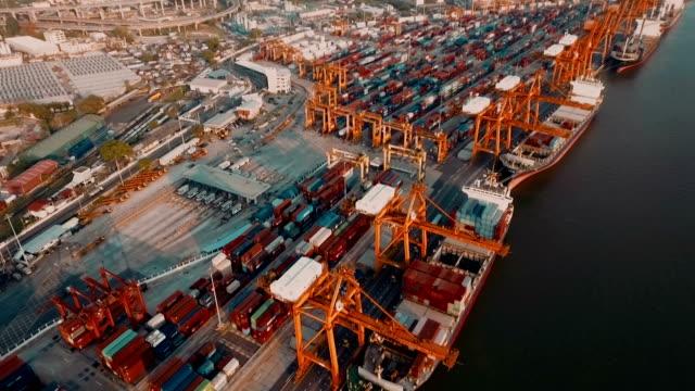 レッグサイドコンテナーズ港の眺め - 容器点の映像素材/bロール