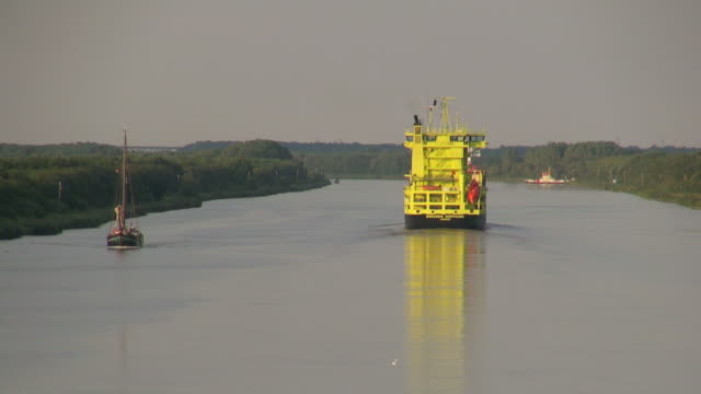ws pov view of cargo vessels moving near brunsbuttel on kiel kanal, schleswig holstein/ hamburg, germany - schleswig holstein stock videos & royalty-free footage