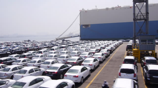 view of cars and an industrial ship at incheon harbor - viele gegenstände stock-videos und b-roll-filmmaterial