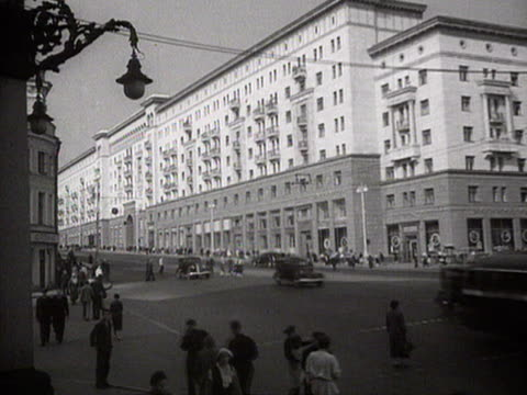 ms view of cars and tramways in street audio / moscow russia - moskau stock-videos und b-roll-filmmaterial