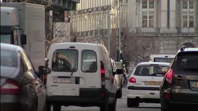 stockvideo's en b-roll-footage met ms view of cars going down brussels street / brussels, belgium - belgië