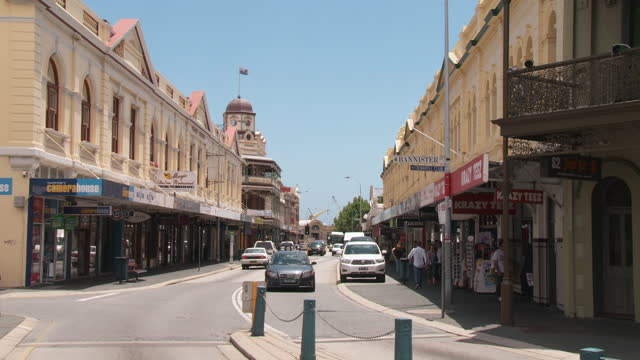 ws view of cars moving on streets / fremantle, western australia, australia - フリーマントル点の映像素材/bロール