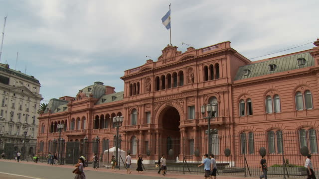 view of casa rosada in buenos aires, argentina - casa rosada stock-videos und b-roll-filmmaterial