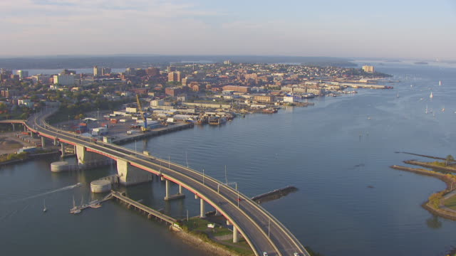 vidéos et rushes de ws aerial pov view of casco bay bridge and fore river with cityscape / portland, maine, united states - maine