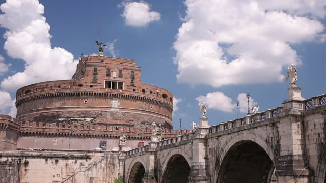ws t/l view of castel sant angelo and ponte sant angelo / rome, lazio, italy  - サンタンジェロ橋点の映像素材/bロール
