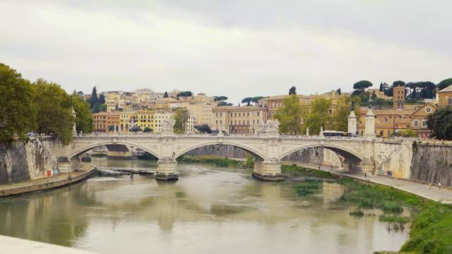 view of castel sant'abgelo bridge at river tiber - サンタンジェロ橋点の映像素材/bロール